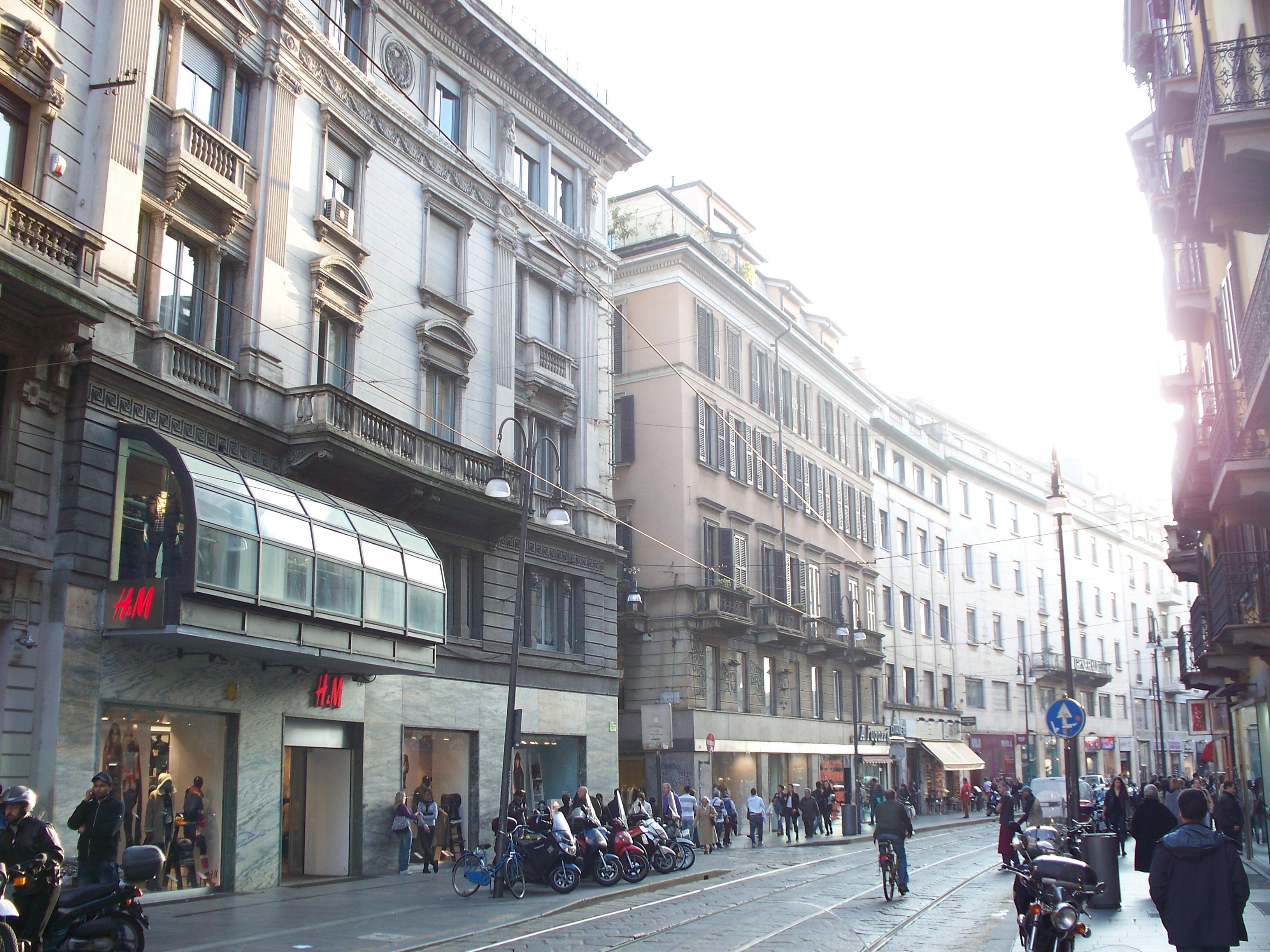 Foto discount milano via torino 75