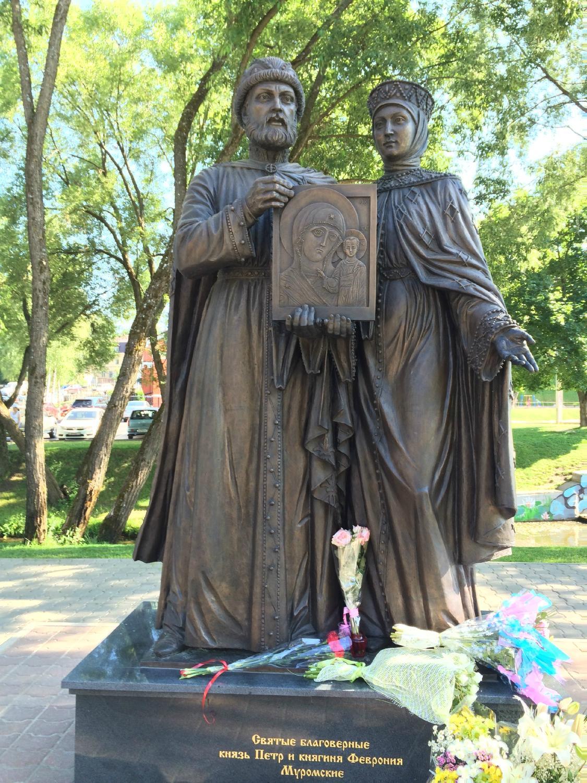 Памятник петру и февронии в сергиевом посаде фото 2